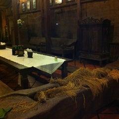 Photo taken at Waroeng Pecel Solo by Feby L. on 12/28/2012