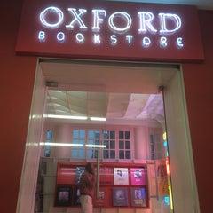 Photo taken at Oxford Bookstore by Prashant S. on 9/24/2014