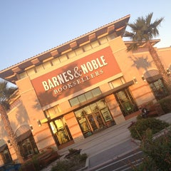 Photo taken at Barnes & Noble by Chuy on 1/19/2013