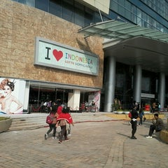 Photo taken at Lotte Shopping Avenue by Raster A. on 6/22/2013