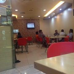 Photo taken at Kimteng Coffee by suhandi c. on 5/16/2014