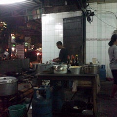 Photo taken at Mie Pasar Baru Jakarta by martin s. on 4/26/2013