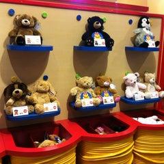 Photo taken at Build-A-Bear Workshop by Takashi K. on 12/15/2012