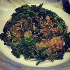 Photo taken at Jumbo Seafood Restaurant by Erick W. on 3/20/2015