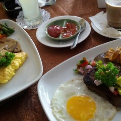 Photo taken at Kakatua Café by Suryani W. on 7/20/2014