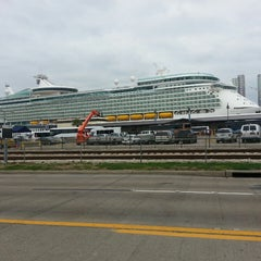 Photo taken at Galveston Cruise Terminal #2 by 🇺🇸⚽Dubany H. on 2/16/2014