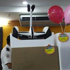 Photo taken at 1G-Satu Gadget Dot Com by 🆕 ɹoʇɔıΛ . on 3/6/2016