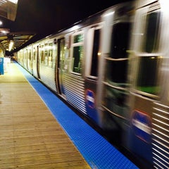 Photo taken at CTA - Montrose by Leon T. on 10/23/2013