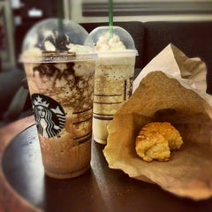 Photo taken at Starbucks by Agustín R. on 1/20/2013