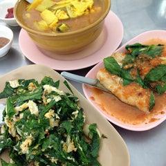 Photo taken at ร้านน้องณี by Ronamedo N. on 5/7/2014