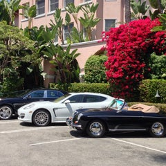 Photo taken at Beverly Hills Hotel by Xavier W. on 5/1/2013