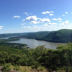 Photo taken at Bull Hill Trail by Annie A. on 6/7/2014