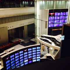 Photo taken at 東京証券取引所 (Tokyo Stock Exchange) by W on 4/29/2015