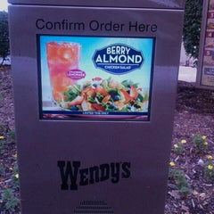 Photo taken at Wendy's by Dianne 💞 on 9/2/2013