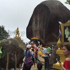 Photo taken at เขาคิชฌกูฏ (Khitchakut Mountain) by Gniie E. on 3/19/2015