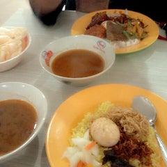 Photo taken at Nasi kuning begadang by Dian E. on 5/10/2014