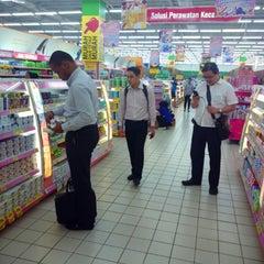 Photo taken at Giant Hypermarket by Hendrawan K. on 3/25/2014