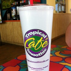 Photo taken at Tropical Smoothie Café by Alex C. on 4/1/2012