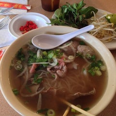 Photo taken at Pho Thang by DJ F. on 10/3/2014