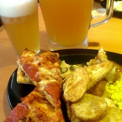 Photo taken at Shakey's Pizza Parlor by Khristian K. on 12/5/2014