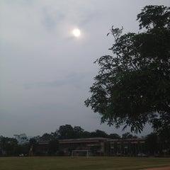 Photo taken at โรงเรียนเชียงคำวิทยาคม Chiang Kham Wittayakom School by kugolf2004 on 4/23/2013