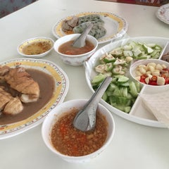 Photo taken at ลาโรส แหนมเนือง by James on 1/3/2015