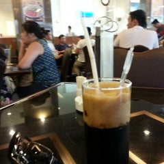 Photo taken at Cafe Central Nguyen Hue by Daesung P. on 8/21/2014