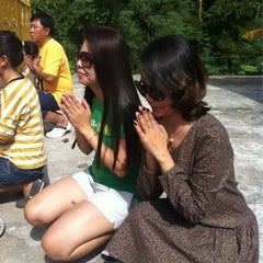 Photo taken at วัด จอมแจ้ง by Evy E. on 11/21/2012