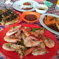 Photo taken at Rumah Makan Sari Melati 1 by Harboeth on 4/25/2015