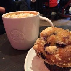 Photo taken at Starbucks by Dina 🍒 T. on 3/12/2015