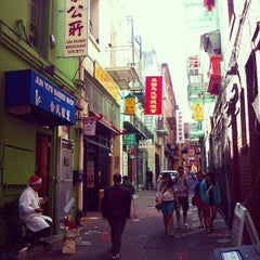 Photo taken at Ross Alley by Leonardo R. on 8/23/2014
