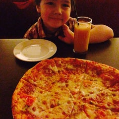 Photo taken at Pizza House by Renata . on 5/16/2014