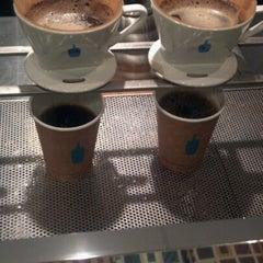 Photo taken at Blue Bottle Coffee by Mel T. on 11/12/2012