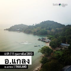 Photo taken at Hinsuay Namsai Resort Rayong by Pongnathi N. on 2/11/2013