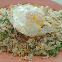 Photo taken at Restoran Hup Soon by Leon R. on 5/28/2011