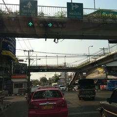 Photo taken at แยกวังหิน (Wang Hin Intersection) by Chutima P. on 3/1/2011