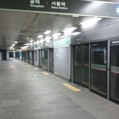 Photo taken at 홍대입구역 (Hongik Univ. Stn.) by Joon Pyo K. on 3/19/2012