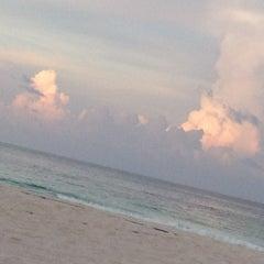 Foto tomada en Sunset Royal Beach Resort por Say S. el 7/16/2012
