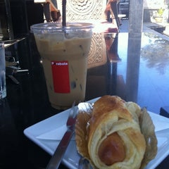 Photo taken at Parabola (พาราโบลา) by kudatarn p. on 2/15/2011
