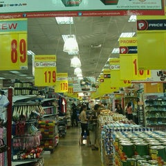 Photo taken at Shopwise by Onin B. on 12/22/2011
