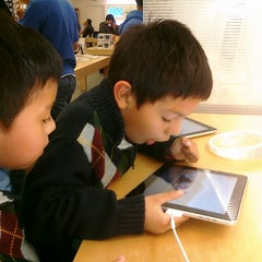 Photo taken at Apple Store, Stoneridge Mall by Alberto C. on 1/30/2011