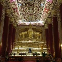 Photo taken at วัดเทพศิรินทราวาส ราชวรวิหาร (Wat Debsirin) by Chawish N. on 8/3/2012