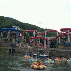 Photo taken at 오션월드 (Ocean World) by H.Y W. on 7/30/2012