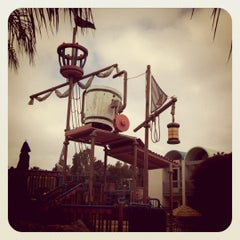 Photo taken at Howard Johnson Anaheim Hotel and Water Playground by Matt C. on 5/29/2011