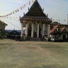 Photo taken at วัดท่าข้าม สามพราน by นาย เ. on 10/23/2011