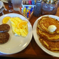 Photo taken at Cracker Barrel Old Country Store by Bobby S. on 1/22/2012