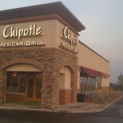 Photo taken at Chipotle Mexican Grill by Susan C. on 7/30/2011