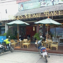 Photo taken at Nira's Home Bakery and Deli by วรวุฒิ จ. on 5/8/2012