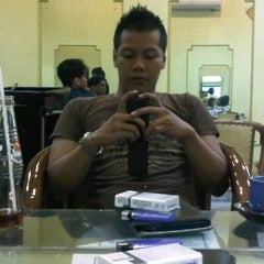 Photo taken at Evergreen Salon by Dhany D. L. on 9/9/2012