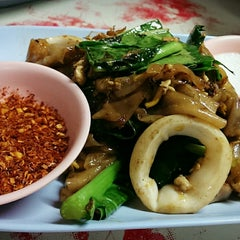 Photo taken at เจ๊นา หูฉลาม by POTTAMAN ® on 5/24/2014